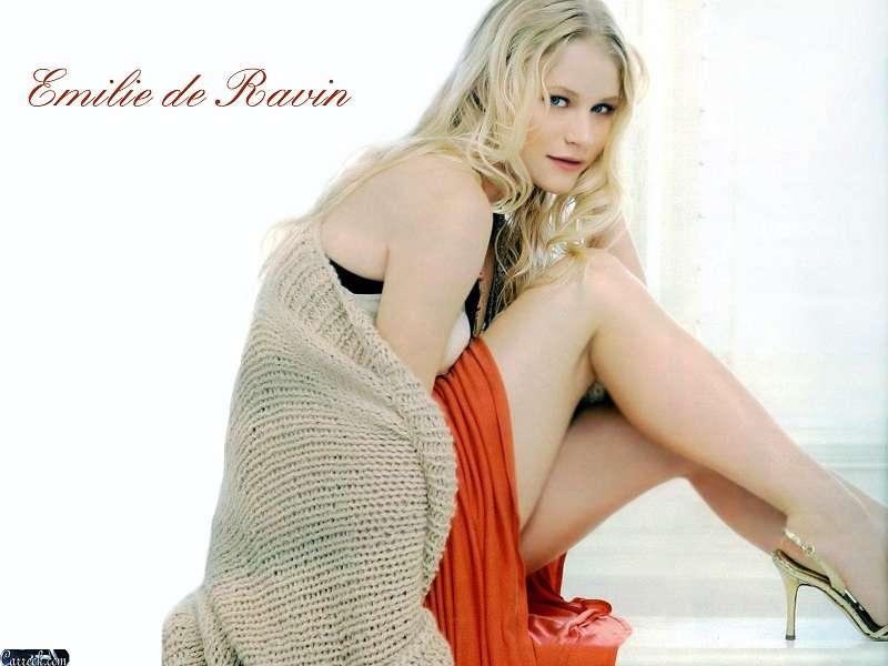 Emilie De Ravin Hot