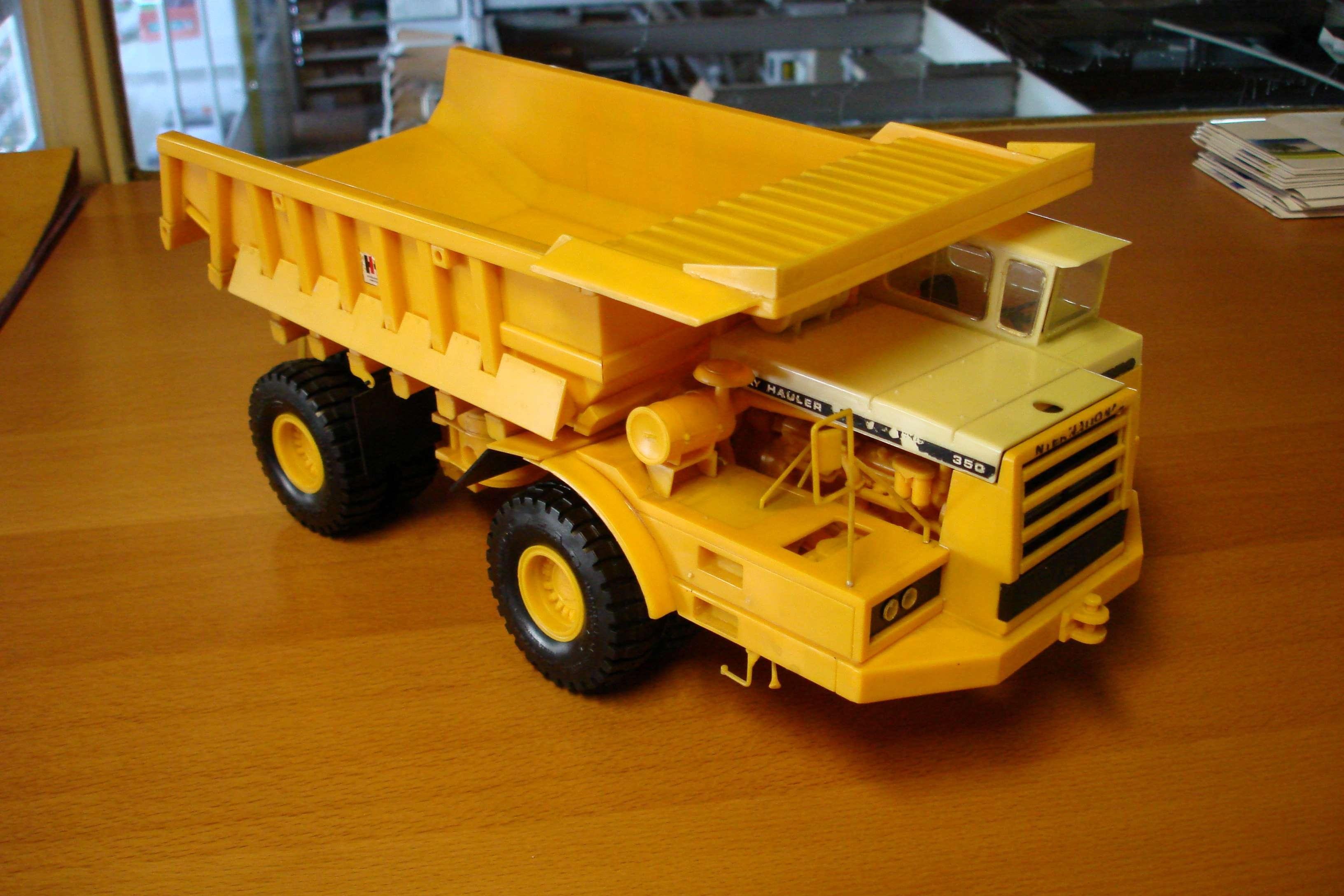 Jouets et maquettes anciennes les tracteurs rouges - Cars et les tracteurs ...